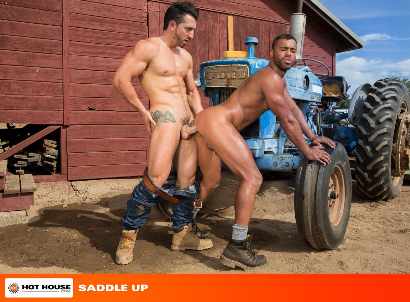 Секс и трактор, Порно: Фермер трахнул блондинку на своем тракторе 1 фотография