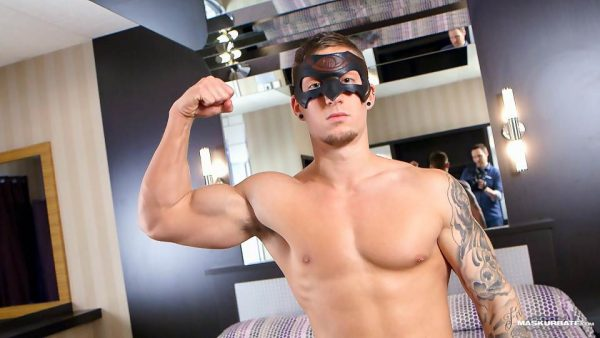 Muscle Stud Vince Jerks Off For Maskurbare