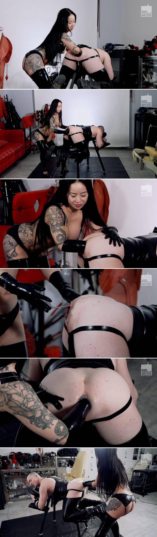 Mistress Hinako Fist Fucks Axel Abysse